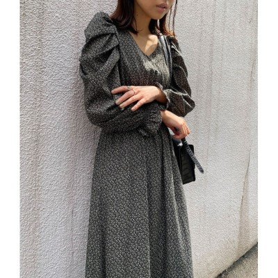【ビス/ViS】 袖ボリューム花柄シャーリングワンピース