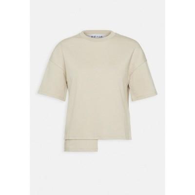 ヌー イン Tシャツ レディース トップス STEPPED HEM FITTED - Print T-shirt - beige