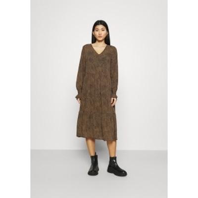 モス コペンハーゲン レディース ワンピース トップス RIKKELIE DRESS - Day dress - brown brown
