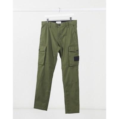 カルバンクライン メンズ カジュアルパンツ ボトムス Calvin Klein Jeans skinny washed cargo pants in khaki