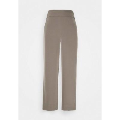インウェア カジュアルパンツ レディース ボトムス ZHEN CULOTTE - Trousers - sandy grey