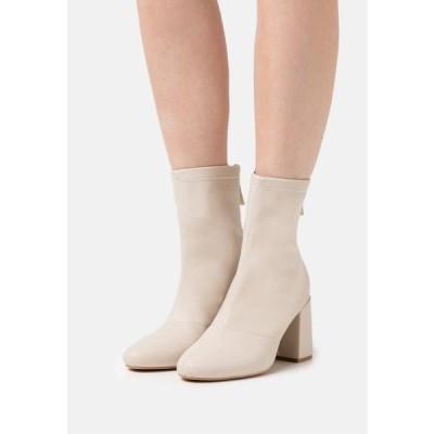 ミスガイデッド レディース 靴 シューズ BLOCK HEEL SOCK BOOTS - Classic ankle boots - cream