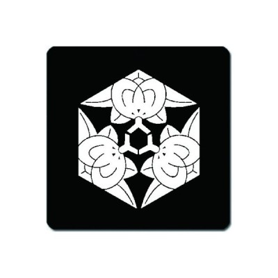 家紋シール 白紋黒地 三つ橘亀甲 4cm x 4cm 4枚セット KS44-1401W