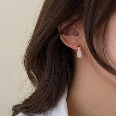 フランスのレトロな気質小さくてかわいいイヤリング金属の白い滴る正方形のイヤリング超点滅するオールマッチのイヤリングの女性