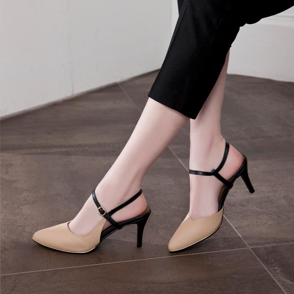 【新品】優雅小姐 皮革壓紋繞帶尖頭高跟涼鞋 卡其 (402277)