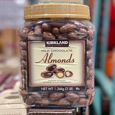 カークランドミルクチョコレートアーモンド1.36kg