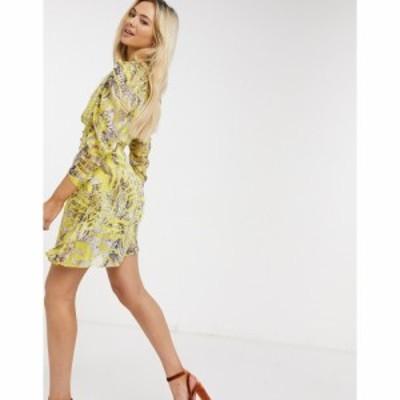 リカリッシュ Liquorish レディース ワンピース ワンピース・ドレス mini dress with ruched sleeves in lurex yellow zebra print