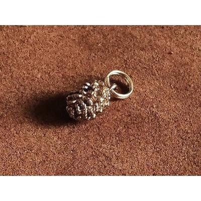 極小二重リング付き 真鍮チャーム(松ぼっくり)松かさ 松笠 パインコーン 木の実 ブラス パーツ キーホルダー ネックレス ゴールド 雑貨
