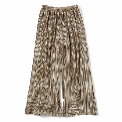 スカートの上品さとパンツのらくちんさを兼ね備えた 細プリーツベロアガウチョ〈シャンパンベージュ〉 リブ イン コンフォート フェリシモ FELISSIMO
