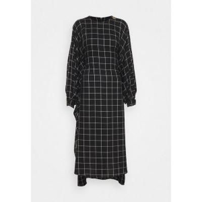 マザーオブパール レディース ワンピース トップス BAT WING DRESS WITH BIB FRONT - Day dress - black/white black/white
