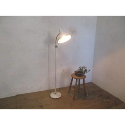 タQ396◆(1)ビンテージ◆グースネックのレトロな古い鉄のスタンドライト◆工業系当時物電気照明インダストリアルI笹4