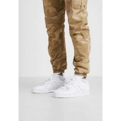 アディダスオリジナルス スニーカー メンズ シューズ RIVALRY - Trainers - footwear white/core black