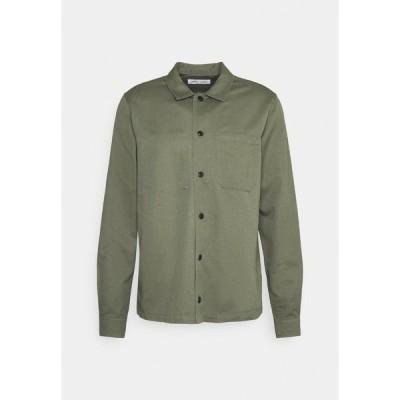 サムスサムス シャツ メンズ トップス RUFFO  - Shirt - deep lichen green