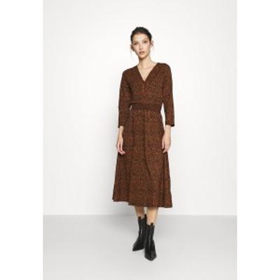 オンリー レディース ワンピース トップス ONLZILLE FIXED DRESS - Day dress - rust rust