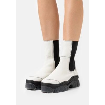 ブロンクス ブーツ&レインブーツ レディース シューズ JAXSTAR - Platform ankle boots - offwhite/black