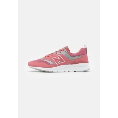 ニューバランス スニーカー メンズ シューズ 997 - Trainers - pink