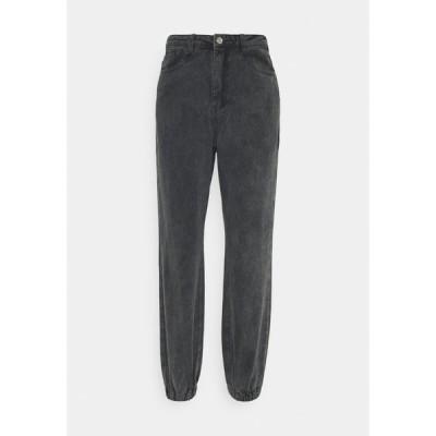ミスガイデッド デニムパンツ レディース ボトムス RIOT HIGHWASITED MOM - Relaxed fit jeans - black