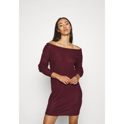 ミスガイデッド ワンピース レディース トップス AYVAN OFF SHOULDER JUMPER DRESS - Jumper dress - burgundy
