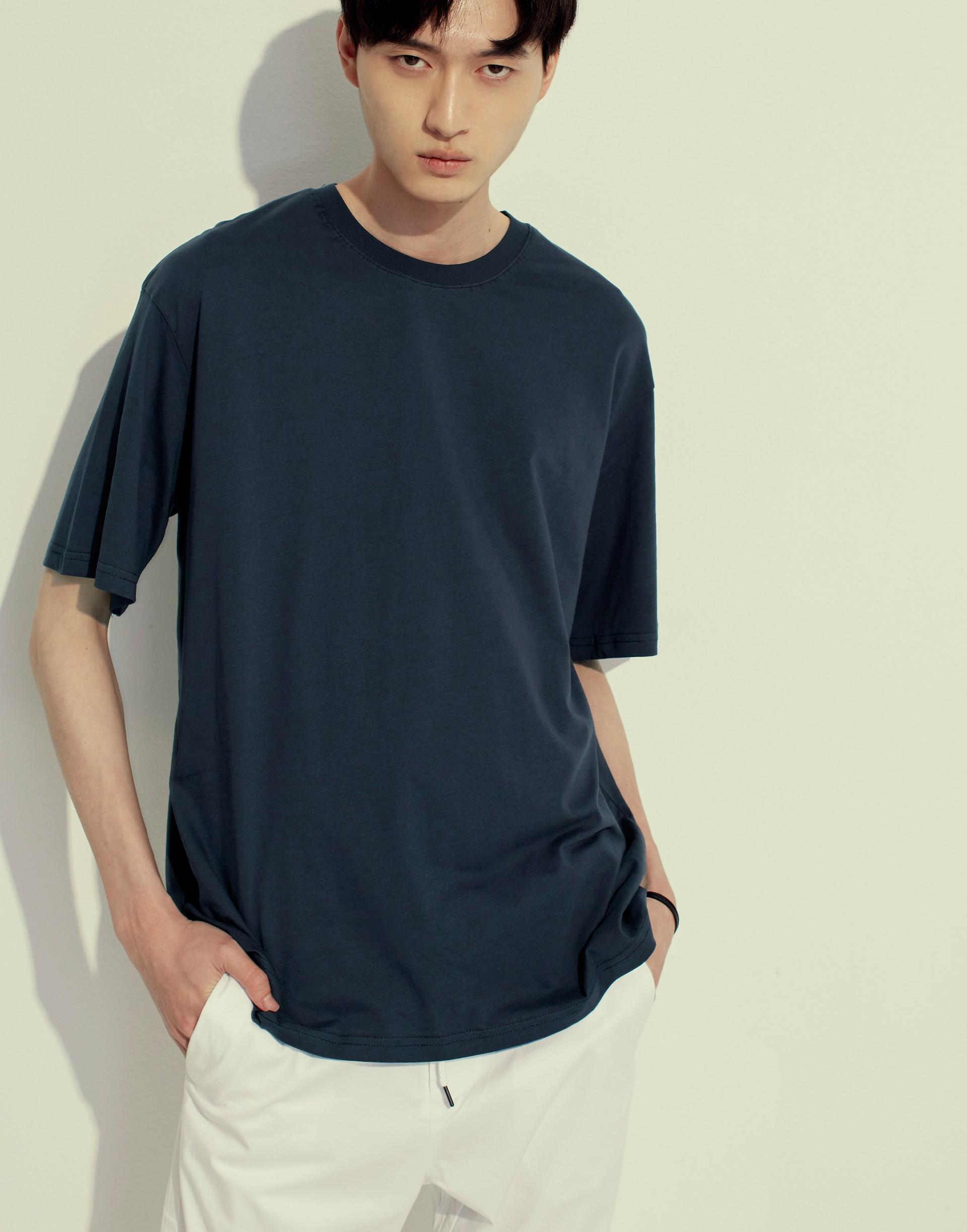美國棉舒適素面圓領寬版T-男-Genquo