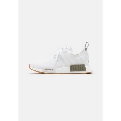 アディダスオリジナルス スニーカー メンズ シューズ NMD_R1 UNISEX - Trainers - footwear white