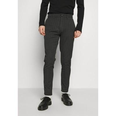 ミニマム カジュアルパンツ メンズ ボトムス UGGE - Trousers - dark grey