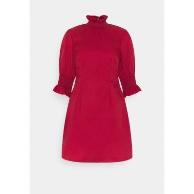 グラマラス ワンピース レディース トップス RUFFLE NECK MINI DRESS WITH SMOCKED DETAIL - Day dress - wine