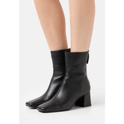 ザイン レディース 靴 シューズ Classic ankle boots - black
