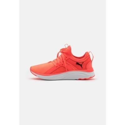 ウニサ レディース スポーツ用品 SOFTRIDE SOPHIA UNISEX - Neutral running shoes - fiery coral/black/white