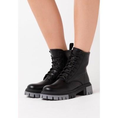 コイ フットウェア ブーツ&レインブーツ レディース シューズ VEGAN VENDETTA - Platform ankle boots - black/grey