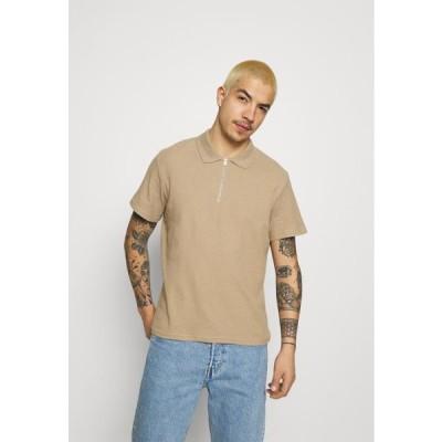 ジャックアンドジョーンズ メンズ ファッション JORERIC - Polo shirt - crockery