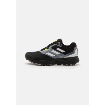 アディダス メンズ スポーツ用品 TERREX TWO FLOW - Trail running shoes - core black/crystal white/solar yellow