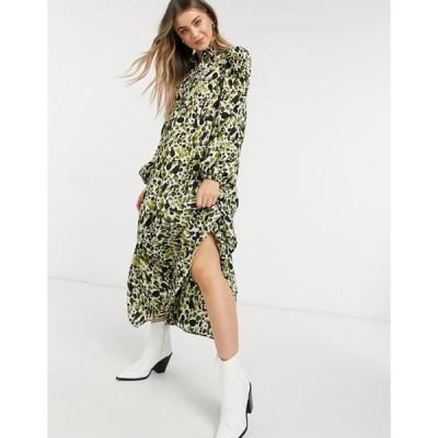ネバーフリードレスド レディース ワンピース トップス Never Fully Dressed tiered smock top midi dress in green smudge print