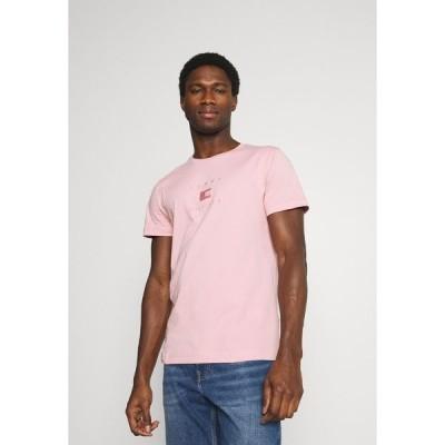 トミー ヒルフィガー Tシャツ メンズ トップス TONAL FLAG TEE - Print T-shirt - glacier pink