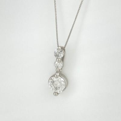 ダイヤモンド デザインネックレス プラチナ ペンダント ネックレス Pt900 Pt850 ダイヤモンド レディース 中古