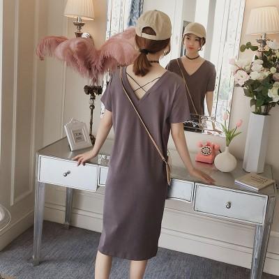 露の背中のワンピースの女性夏服2020新型版気質师节風chicで底がvネックtシャツ長いスカート