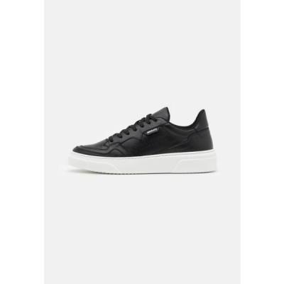 アントニーモラート メンズ 靴 シューズ RUSTLEIN 3D LOGO PATCH - Trainers - black