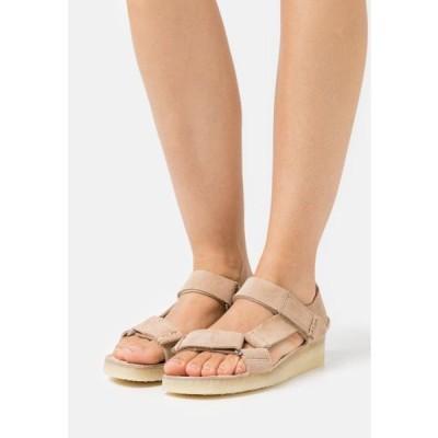 クラークス レディース 靴 シューズ WALLABEE - Wedge sandals - tan