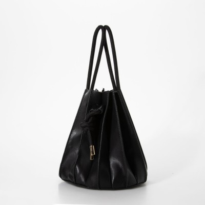 キュリビスキュイ CURI BISCUI フェイクレザー プリーツ 巾着バッグ (ブラック)