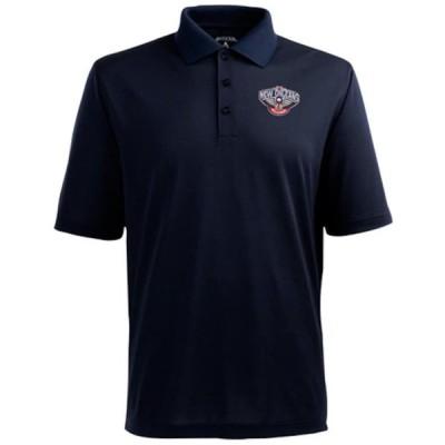 """メンズ ポロシャツ Antigua """"New Orleans Pelicans"""" Pique Xtra-Lite Performance Polo - Navy Blue"""