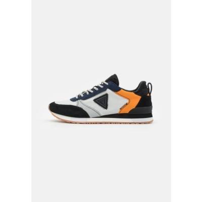 ゲス メンズ 靴 シューズ NEW GLORYM - Trainers - grey/orange