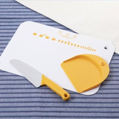 貝印 の名入れギフト  子ども用包丁 中級者セット(リトル・シェフクラブ 包丁ウサギ ギザ刃&やわらかまな板) 父の日 プレゼント 実用的 2021