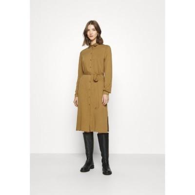 ヴィラ ワンピース レディース トップス VIDANIA BELT DRESS - Day dress - butternut