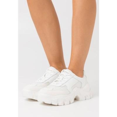 エヌエーケイディー レディース 靴 シューズ CHUNKY TREKKING TRAINERS - Trainers - white