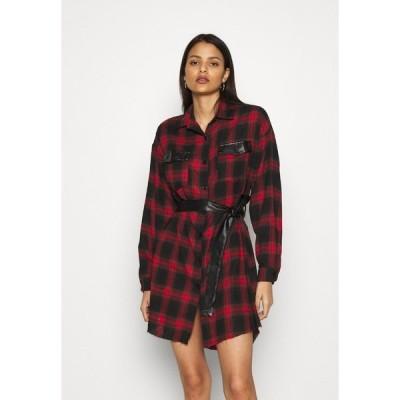 ミスガイデッド シャツ レディース トップス BELTED SHIRT DRESS - Shirt dress - burgundy