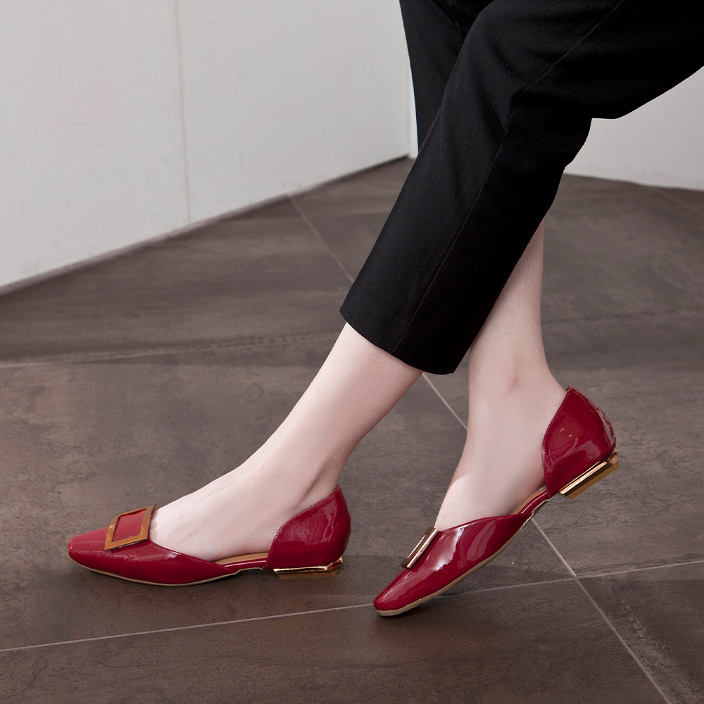【IG網紅推薦】 優雅小姐 金屬方釦漆面平底鞋  勃根地 (502390)