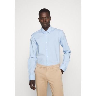 フューゴ シャツ メンズ トップス ELISHA - Formal shirt - light/pastel blue