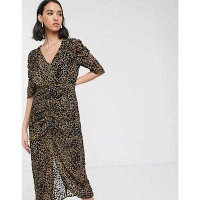 ソークドインラグジュアリー レディース ワンピース トップス Soaked In Luxury flocked leopard print midi dress