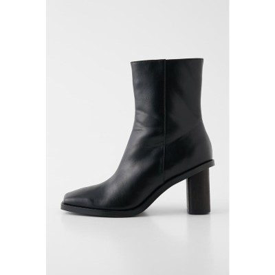 RIMMED ANKLE HIGH ブーツ BLK