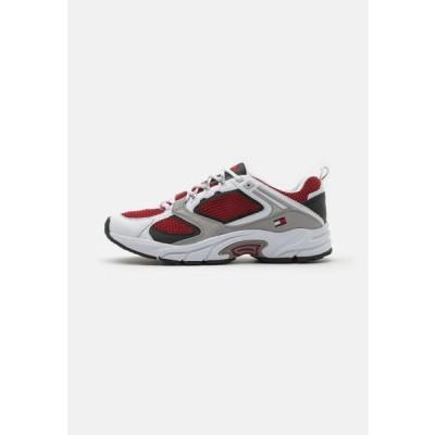 トミージーンズ メンズ 靴 シューズ ARCHIVE RUNNER - Trainers - white