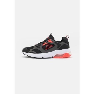 カッパ メンズ スポーツ用品 YERO UNISEX - Sports shoes - black/coral
